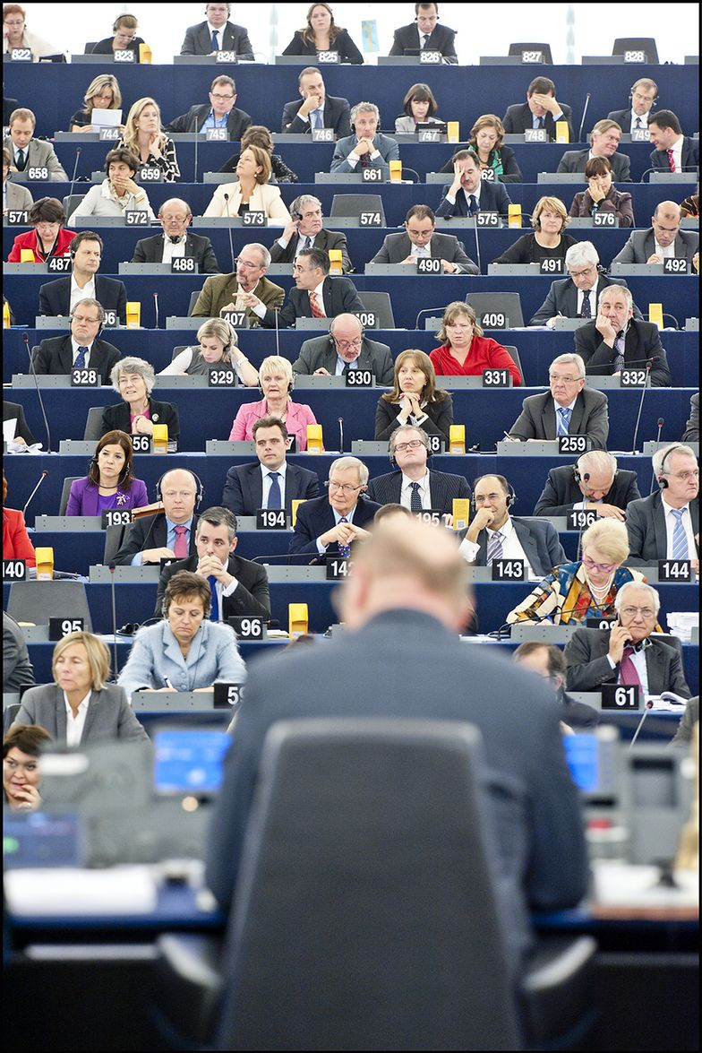 """W Brukseli """"piętnują"""" polskie wybory"""