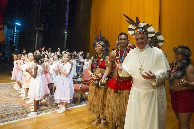 Papież krytykuje Kościół za to, że traci wiernych