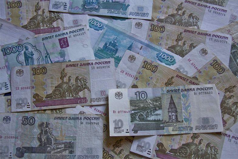 Rubel blisko najniższych poziomów w historii
