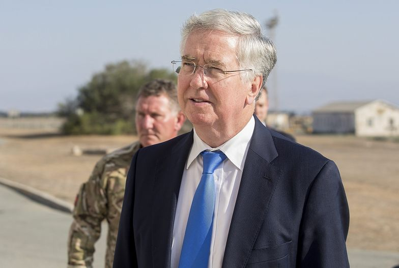 Michael Fallon wizytował baze wojskową w Akrotiri na Cyprze