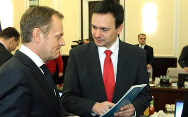 Podwyżki dla budżetówki. Rząd dzieli Polaków