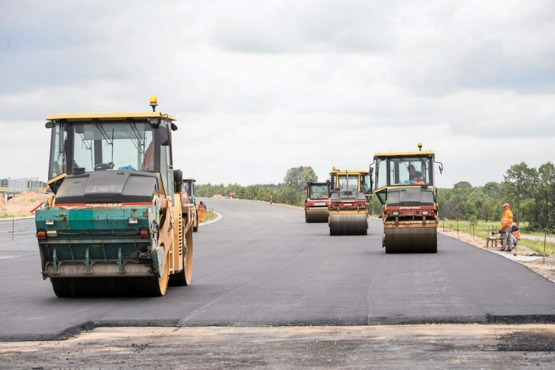 Droga ma mieć w sumie 328 km długości, ale większość wciąż jest w budowie. To ma się jednak zmienić