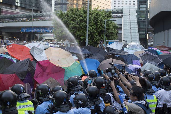 Policja w Hongkongu użyła gazu łzawiącego przeciwko demonstrantom