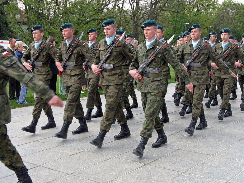 Kontrakty dla żołnierzy na dłużej niż 12 lat. Nowa propozycja PiS