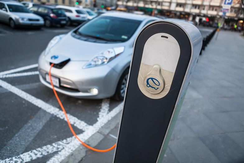 Za siedem lat ma być w Polsce ponad milion aut elektrycznych z ulgami podatkowymi