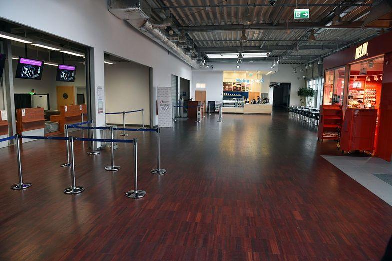 Pusta hala lotniska w Radomiu. Państwowe pieniądze przyciągną podróżnych?