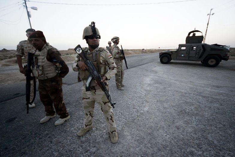 Irackie wojska rządowe usiłują przeciwstawić się sunnickim rebeliantom,</br>ale dla ochrony swoich ludzi Stany wysłały drony