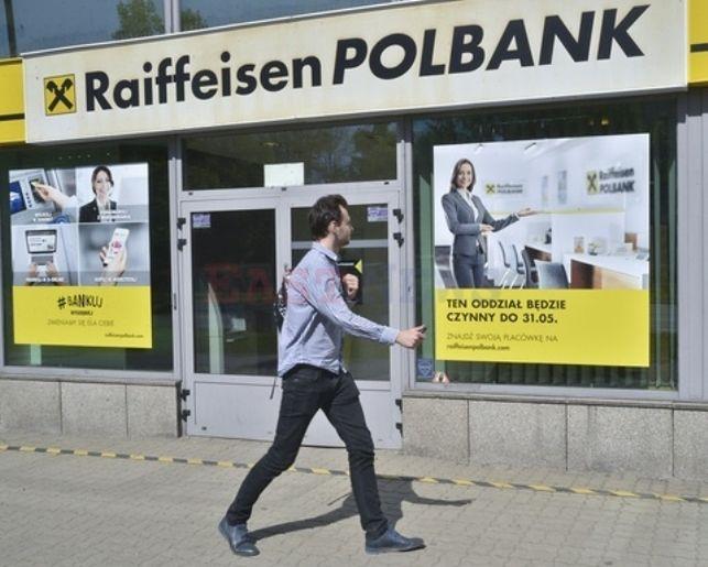 Raiffeisen nie ma chętnych na akcje i wstrzymał debiut na GPW. KNF zaniepokojona