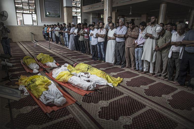 W nocy w bombardowaniach zginęło co najmniej 26 osób, w tym 8-osobowa rodzina