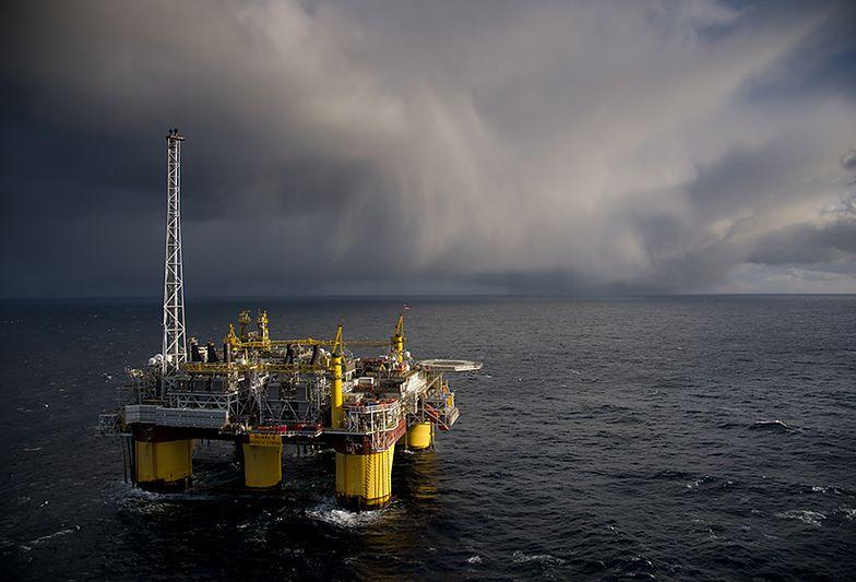 Kryzys naftowy uderza w najbogatszy kraj Skandynawii. Norwegia musi sięgnąć do rezerw