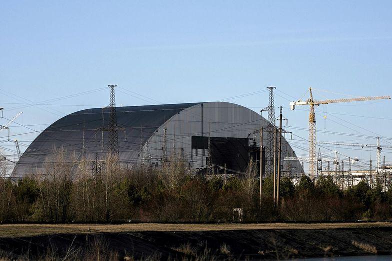 """Sarkofag przykrył zniszczoną """"atomówkę"""". Tuż obok powstaje elektrownia słoneczena"""