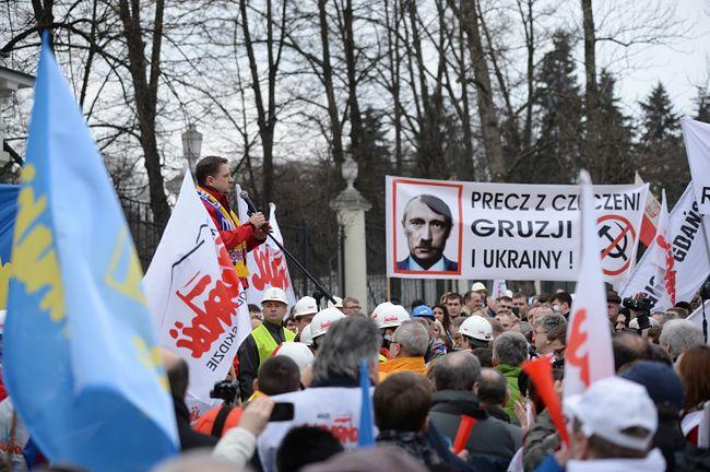 """Solidarność: """"Putin, łapy precz od Krymu"""""""