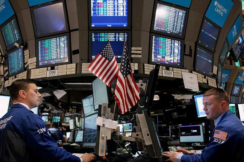 Wall Street spada. Apple i Walt Disney na przeciwnych biegunach