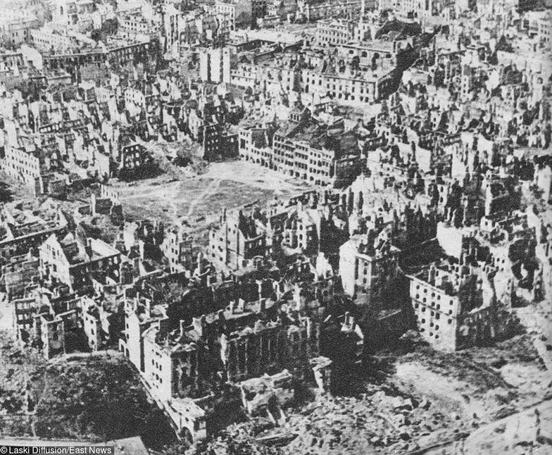 Zniszczenia samej Warszawy oszacowano na 54 mld dol.