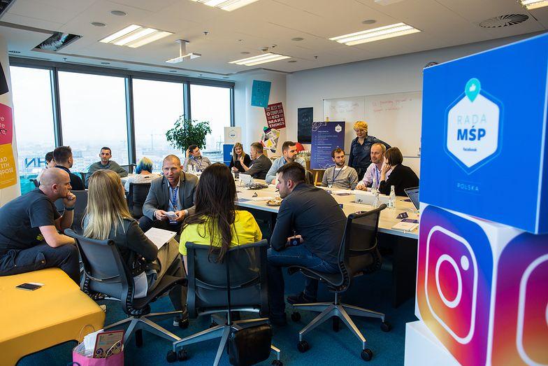 Producent mebli, twórcy chust dla młodych rodziców, właściciele restauracji i firma organizująca kursy krawieckie będą doradzać Facebookowi