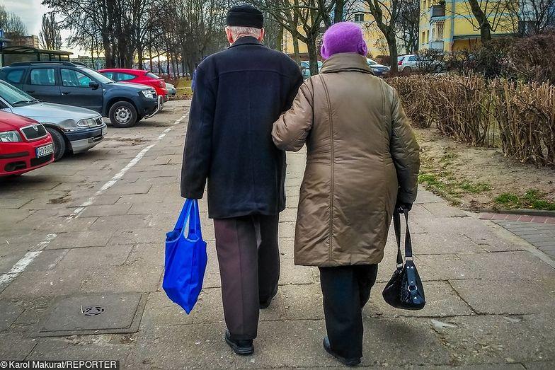 Z danych GUS wynika, że będziemy żyć dłużej. Nie ma przy tym złudzeń, że większość Polaków uzyska swiadczenie emerytalne w minimalnej wysokości