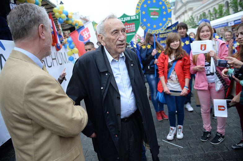 Były premier Tadeusz Mazowiecki na paradzie Schumana