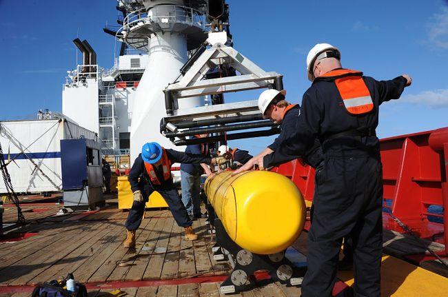 Podwodne echolokatory rozpoczęły wczoraj poszukiwania Boeinga