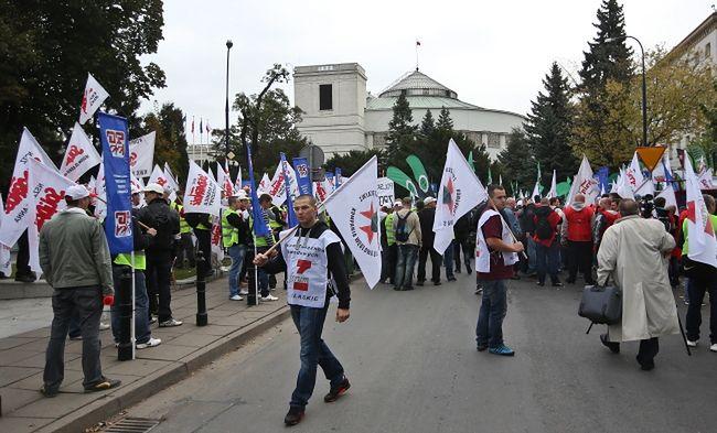 górnicy podczas jendego z protestów przed Sejmem