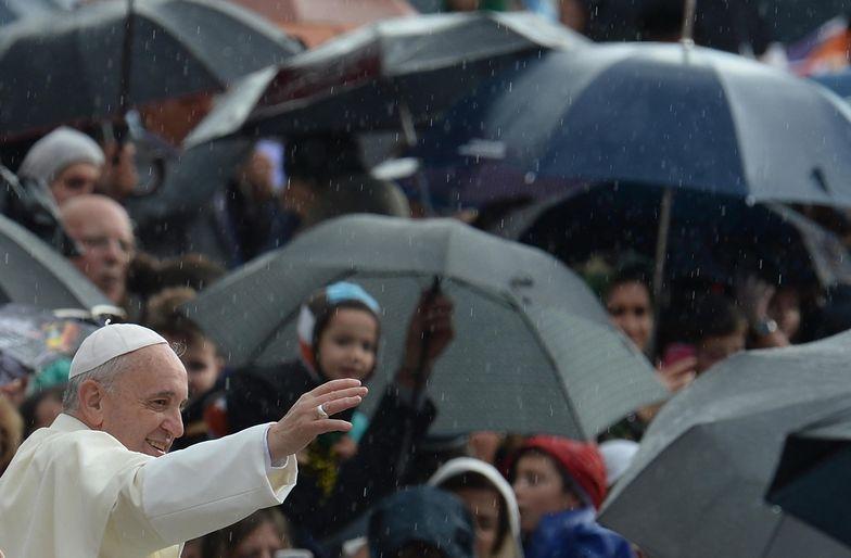Papież Franciszek oddaje motocykl, by pomóc bezdomnym z Rzymu