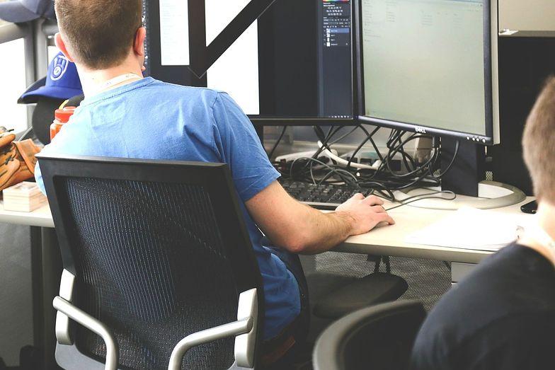Pracownik, który ma podejrzenia, że jego prywatność w miejscu pracy jest zagrożona, może skonsultowac się z Urzędem Ochrony Danych Osobowych.