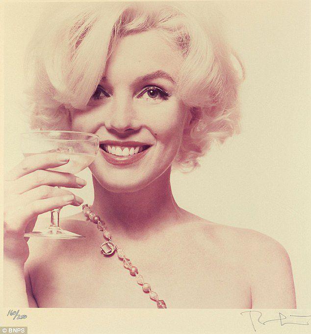 Rekordowa cena za suknię Marilyn Monroe