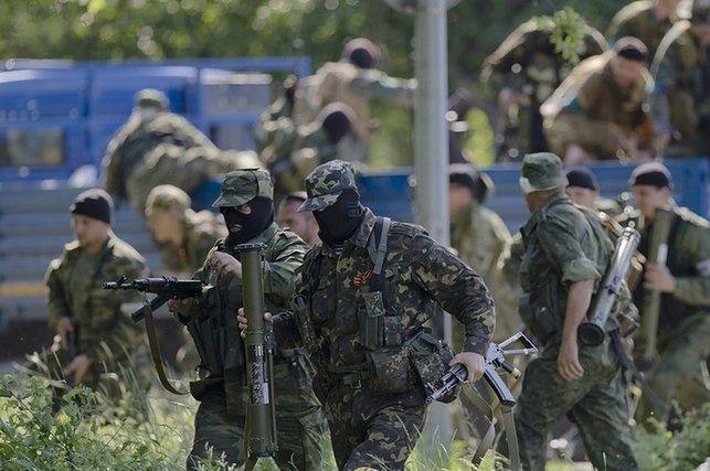 Walki na Ukrainie. Polski ksiądz wolny, tysiące wojsk Rosji przy granicy, kolejni obserwatorzy zagineli