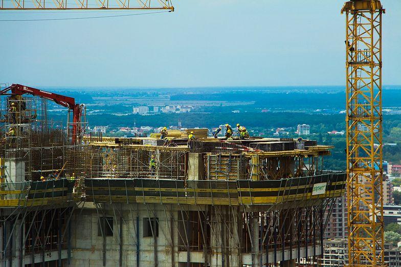 Kodeks budowlany ograniczy prawo własności. Projekt resortu budownictwa zmiażdżony przez Radę Legislacyjną