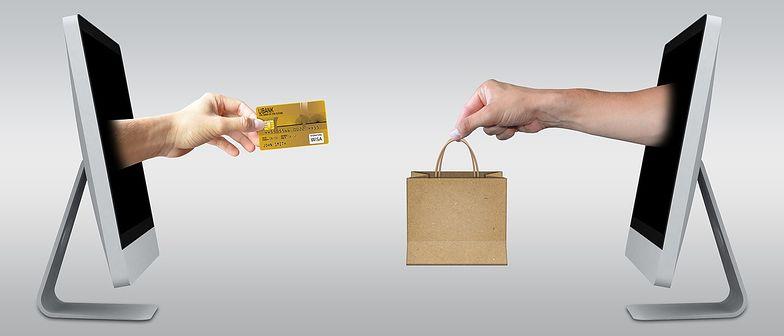 W przypadku niezgodności towaru z umową klient może dochodzić swoich praw na drodze reklamacji