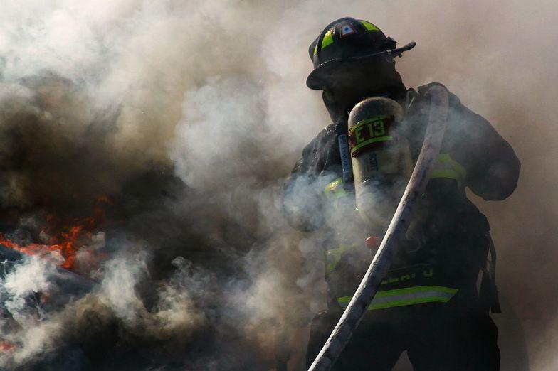 Pożar fabryki General Electric. Z ogniem walczy ponad 200 strażaków