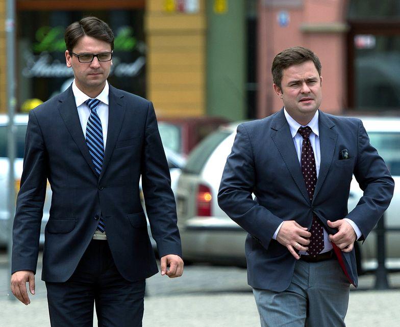 Posłowie PiS Mariusz Antoni Kamiński (L)</br> i Adam Hofman (P)