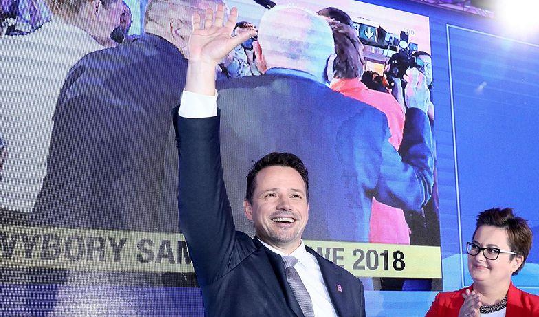 Rafał Trzaskowski, według sondaży powyborczych, wygrał w Warszawie w pierwszej turze