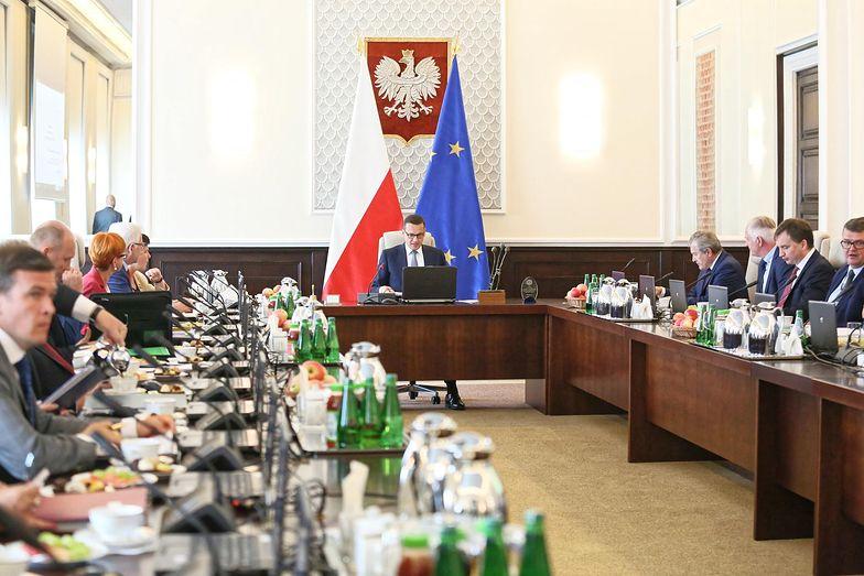 Rządowy projekt budżetu na przyszły rok to krok w dobrą stronę, ale zbyt wolny - ocenia ekonomista Stanisław Gomułka