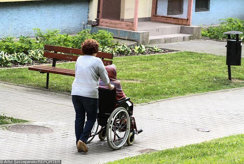 Fot. Artur Szczepanski/REPORTER Rozliczenia nie są w tej pracy jedynym problemem. Opiekunki narzekają też na warunki zamieszkania i relacje z gospodarzami.