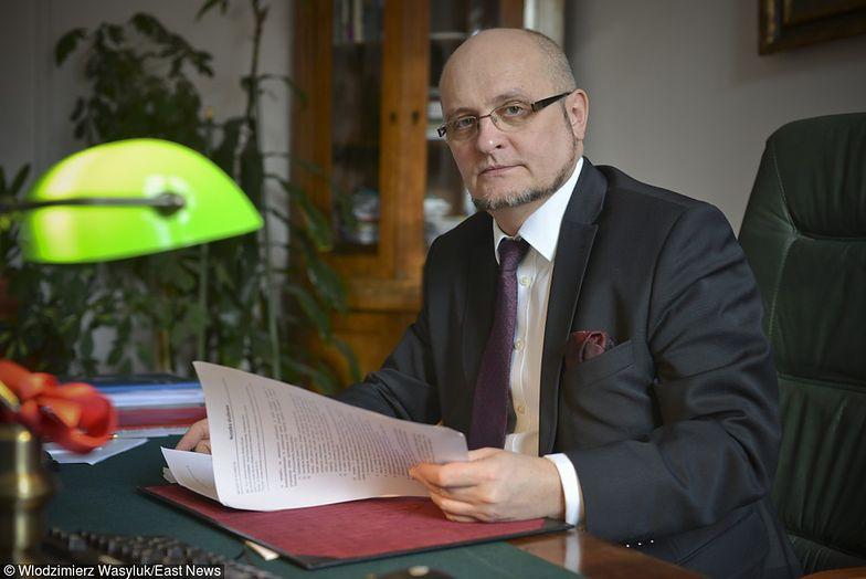 Piotr Warczyński odszedł z rządu, bo za mało zarabiał. Rząd traci ekspertów - konieczne podwyżki?