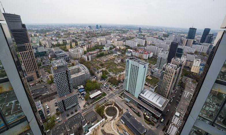 Centrum Warszawy biurowcami stoi. Część z nich należy do PHN