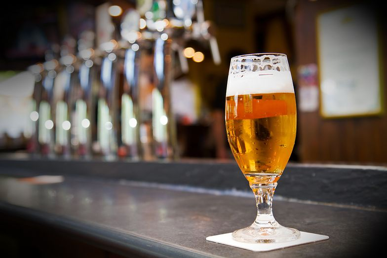 - Kasyno ASzWoj posiada wszelkie pozwolenia na prowadzenie działalności gastronomicznej, w tym także zezwolenie na sprzedaż alkoholu - zapewnia Tomasz Nowogórski.