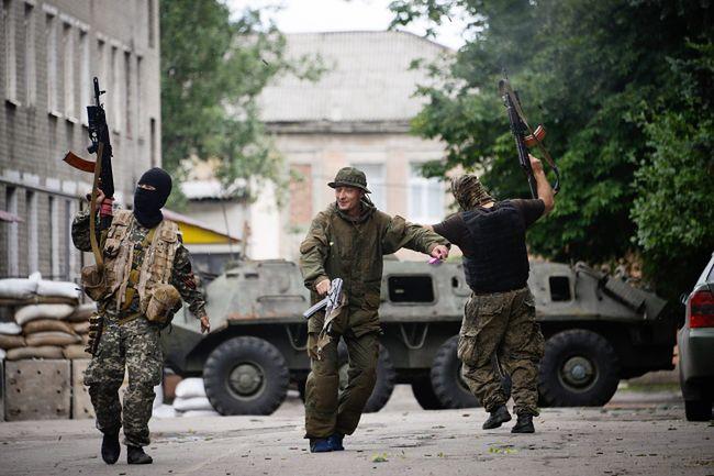 Konflikt na Ukrainie: Separatyści atakują z obu stron granicy