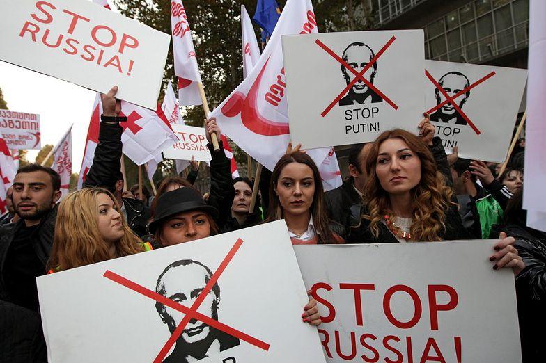 Protest w Gruzji. Wielotysięczny tłum w Tbilisi z antyputinowskimi hasłami