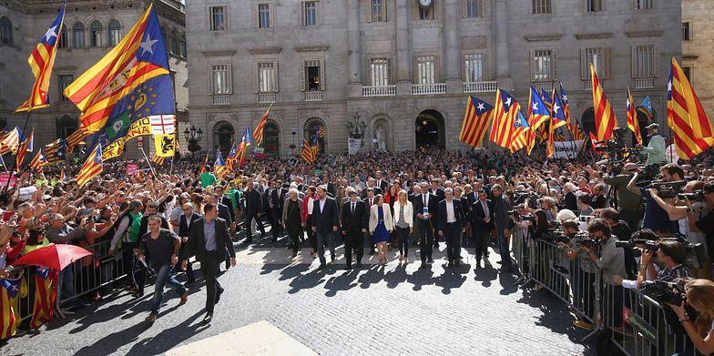 Członkowie katalońskiego rządu po deklaracji niepodległości