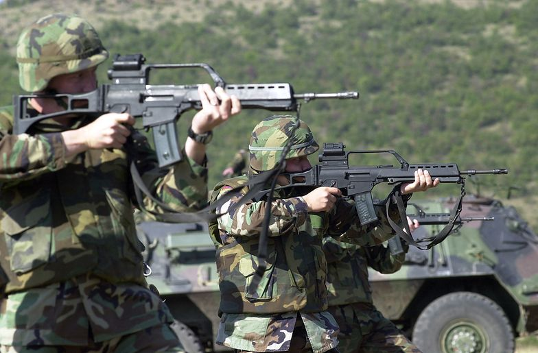 Amerykańscy żołnierze strzelający z karabinów G36