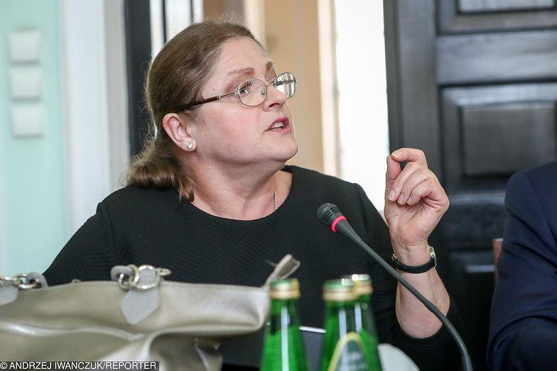 Krystyna Pawowicz pytała m.in. kto płaci za jedzenie dla głodujących lekarzy