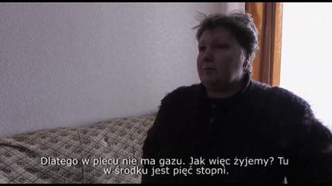 W zaśnieżonym Doniecku mieszkańcy walczą z chłodem w nieogrzewanych mieszkaniach