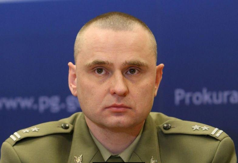 """Były wojskowy prokurator ma się zupełnie nie znać na sprawach gospodarczych, uważa """"GW"""""""