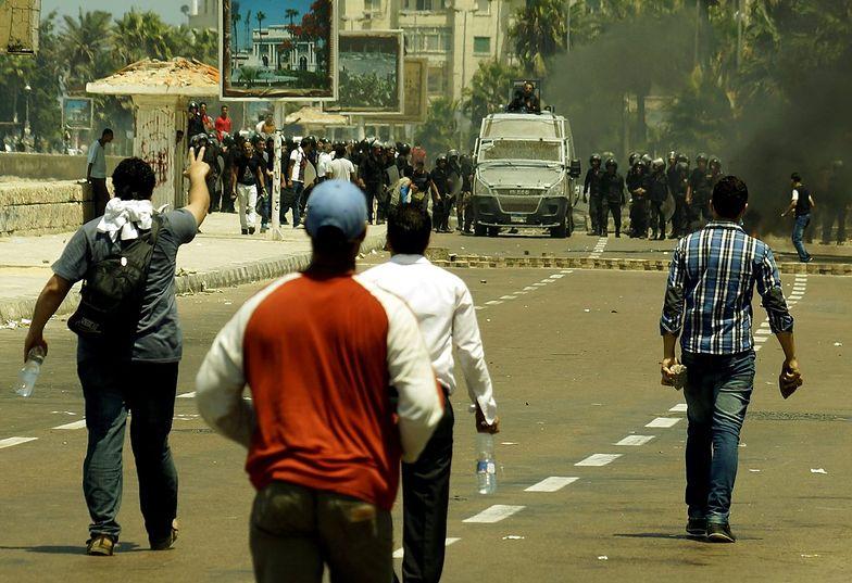 Egipt liczy ofiary. Bractwo mówi o 2 tysiącach zabitych