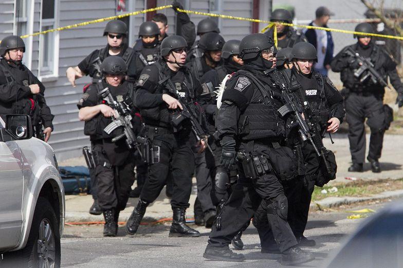 Zdjęcie z policyjnej obławy, podczas której zginął jeden z zamachowców