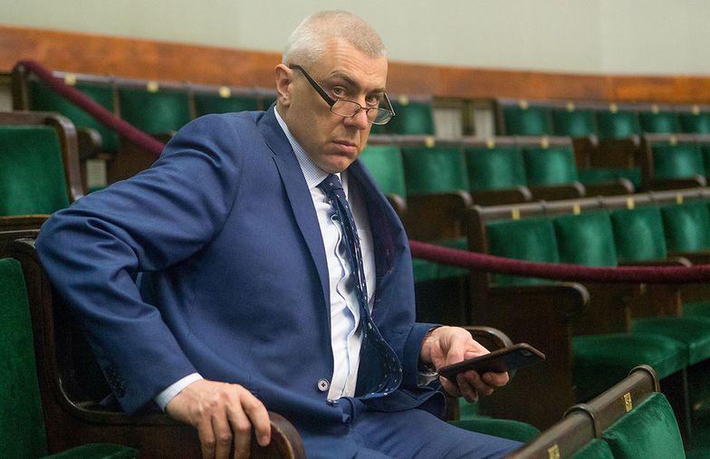 Roman Giertych po raz kolejny zabrał głos w sprawie afery KNF. Tym razem próbuje dowieść, po co urzędnikom byłby bank Leszka Czarneckiego
