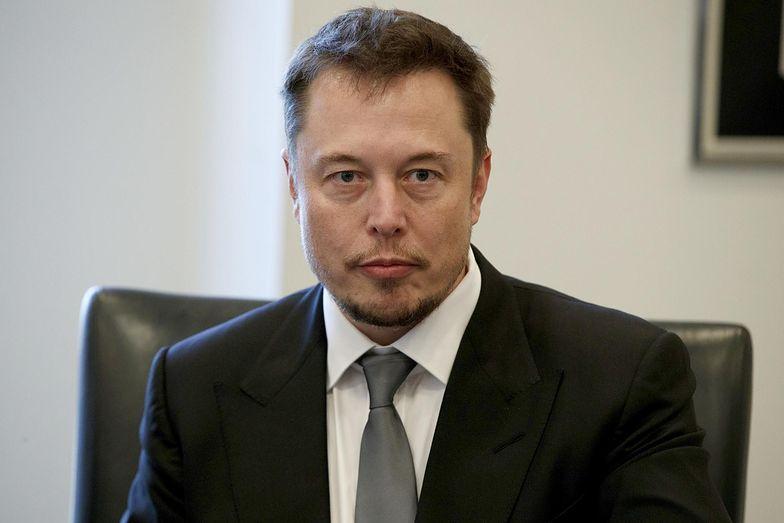 Elon Musk musi pozostać za sterami Tesli, by skorzystać z hojnego planu spółki.