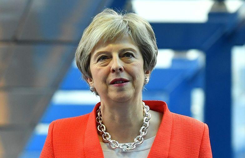 48 członków Partii Konserwatywnej złożyło wniosek o wotum nieufności dla szefowej partii Theresy May.