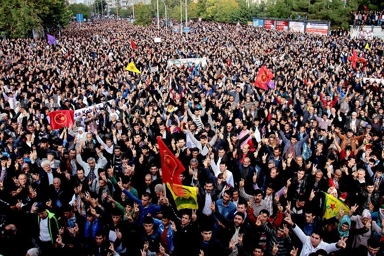 Sytuacja w Turcji. Kurdowie manifestują, by wyrazić solidarność z oblężonym Kobane